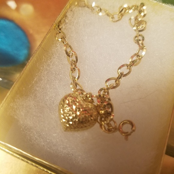 Jewelry - 18k gold bracelet with a heart